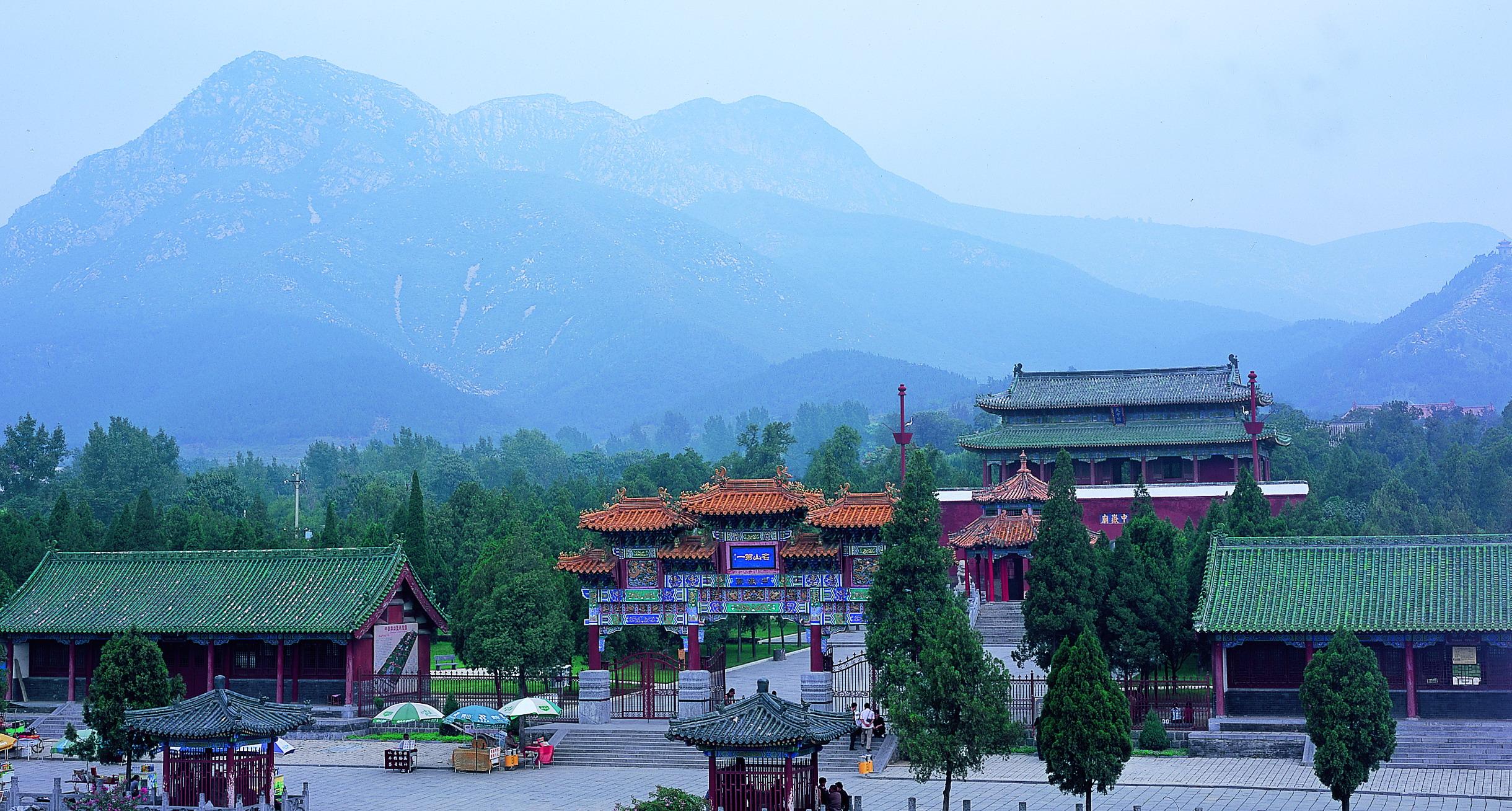 中岳庙即指嵩山中岳庙,位于河南嵩山南麓的太室山