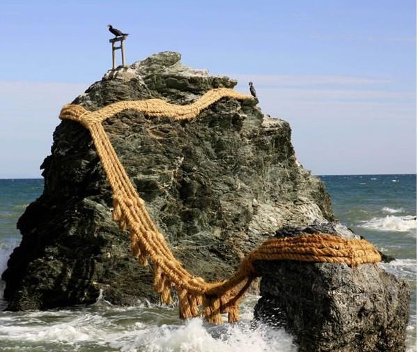 日本    三重县位于日本本州岛中部,地形