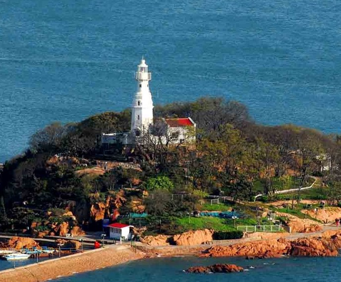 景点大全 海岛海岸        小青岛,原名青岛,位于胶州湾入海口北侧的