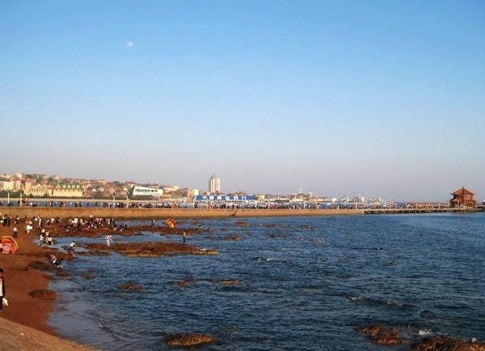 景点大全 城市风光        青岛栈桥,俗称前海栈桥,南海栈桥,大码头.
