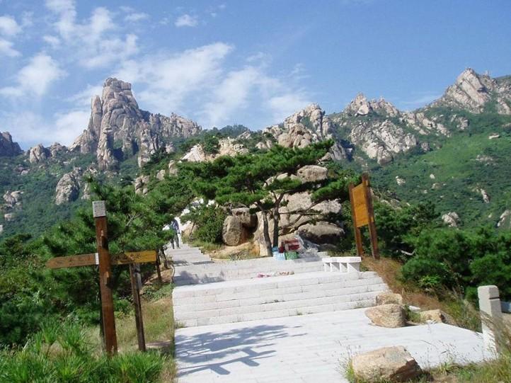 景点详情 景点详细介绍                  珠山国家森林公园位于青岛