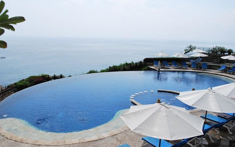 雨季建议不要出行到巴厘岛,而雨季结束后的一个月是巴厘岛最热的季节