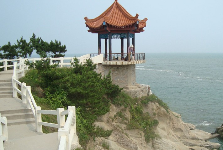 乳山银滩坐落在山东威海辖区内,位于中国著名旅游开放城市青岛