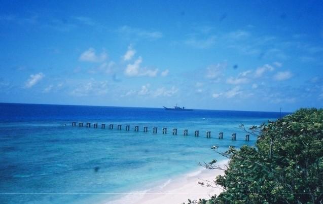 南沙群岛地理上属于大陆架