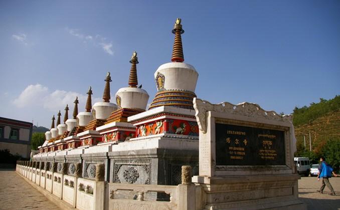 旅游攻略 > 塔尔寺     塔尔寺位于青海省西宁市湟中县鲁沙尔镇西南隅
