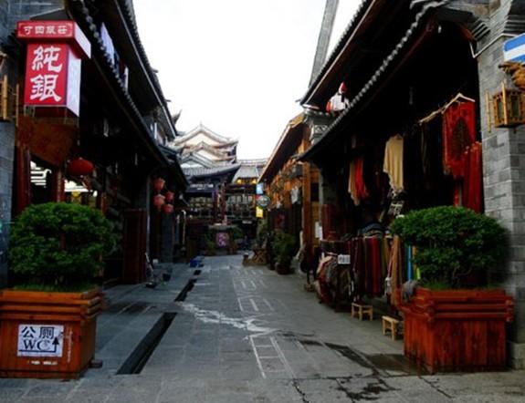 大理洋人街位于大理古城