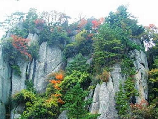 景点大全 城市风光          宝鸡天台山位于宝鸡市南部,秦岭山脉北麓