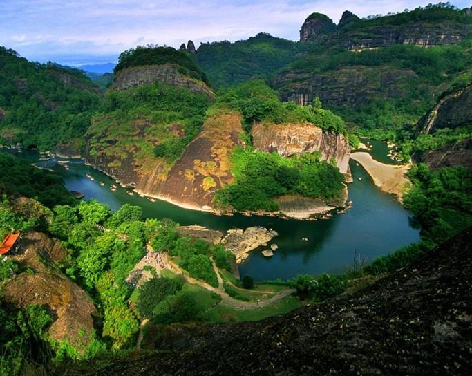 8公里,流域面积(汇水面积)526平方公里,自西向东流至武夷宫汇入崇阳溪