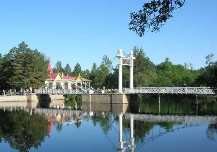 景点大全 度假疗养       扎兰屯风景名胜区位于内蒙呼伦贝尔市,包括