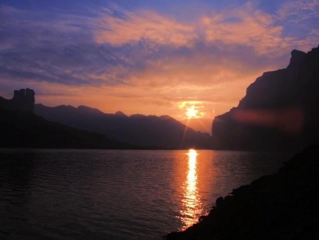 都发源于贵州西部地势最高的威宁彝族