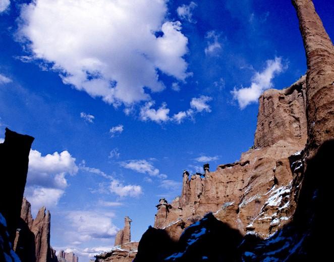 名山奇峰      温宿神秘大峡谷又名库都鲁克大峡谷,位于温宿县境内