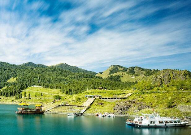天山天池风景区】(游览时间约3小时,含区间车)天池是世界著名的高山