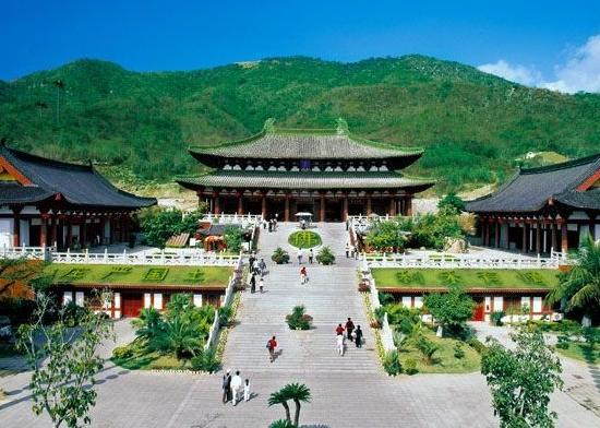 景点大全 城市风光  海南省三亚市南山寺,位于海南省三亚市以西40公里