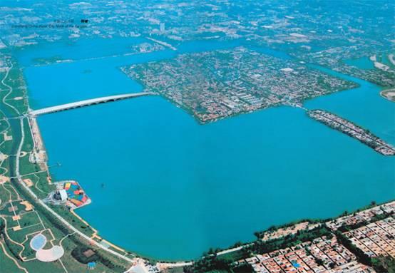景点大全 湿地湖河  东昌湖旅游区是以建于北宋时期的聊城古城为中心