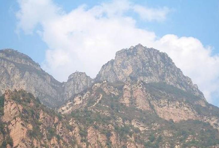 地质奇观  紫金山风景旅游区位于邢台县白岸乡前坪村,东距邢台市66