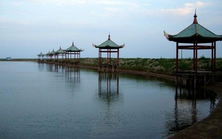海岛海岸  唐山湾国际旅游岛位于河北省唐山市东南部滨海,乐亭县西