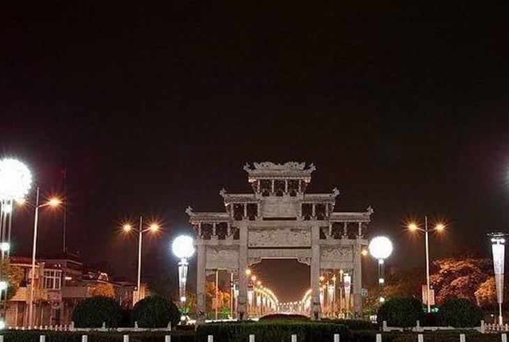 景点大全 湿地湖河  菱湖风景区位于安徽省安庆市城市中心,总占地面积