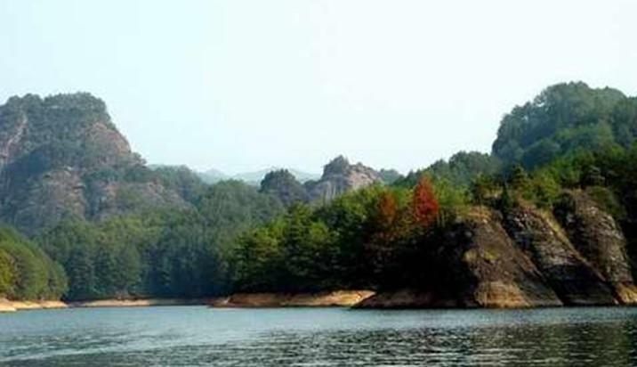 景点大全 自然保护区  九龙旅游区以黑龙江大庆市肇源镇为中心,主要由