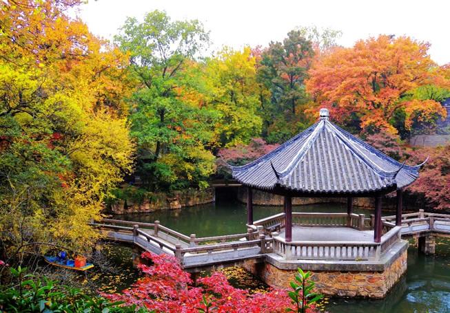 虞山景区分虞山公园及虞山国家森林公园两大组成部分,虞山公园在山脚