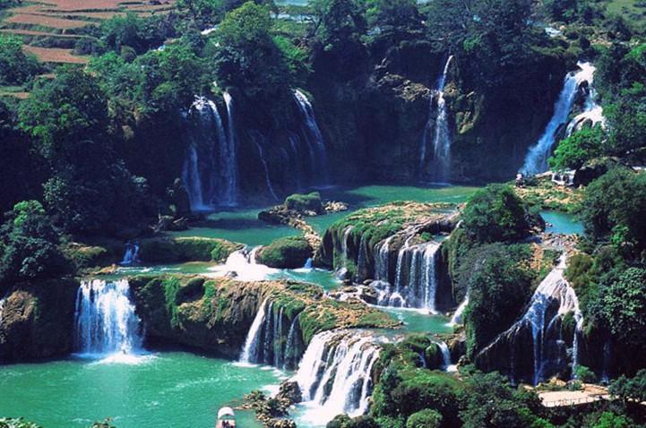 景点大全 湿地湖河  老虎跳跨国大峡谷旅游区位于广西那坡县与越南