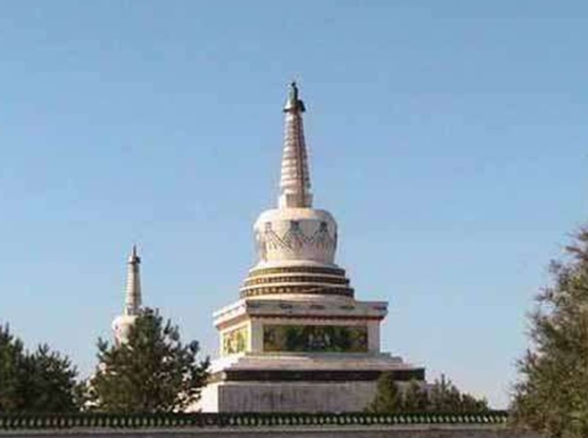 景点大全 宗教旅游  位于肇源县茂兴大庙村.塔在衍福寺山门前,故名.